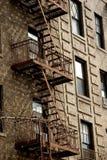 在公寓,格林尼治村的外部金属防火梯 免版税库存照片