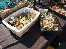 在公平的街道的首饰,人造珠宝,拉塞福, NJ,美国 免版税库存照片