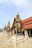 在公开地标泰国寺庙的大雕象 图库摄影