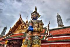在公开皇家寺庙里面的妖怪雕象 库存照片