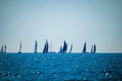 在公海的小风船在康斯坦察附近的埃福列的诺德 免版税库存图片