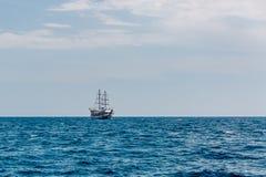 在公海的旅游船 库存图片