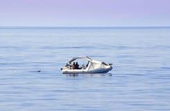 在公海的渔夫 免版税库存图片