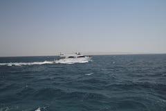 在公海的游艇 免版税库存照片
