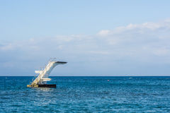 在公海的潜水塔 免版税库存图片