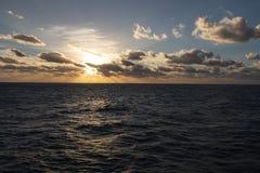 在公海的美妙的日落,美妙的自然 库存照片