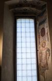 在公爵的故宫博物院的装饰的窗口在曼托瓦 免版税图库摄影