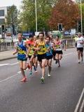 在公路赛的长跑运动员 库存图片