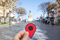 在兰布拉新星街道,塔拉贡纳,西班牙的红色标志 免版税库存照片