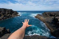 在兰萨罗特岛自然水池的秘密斑点,西班牙,欧洲 免版税库存图片