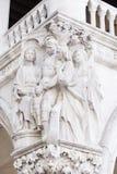 在共和国总督的宫殿的雕塑在威尼斯 免版税图库摄影