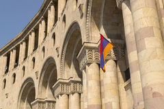 在共和国正方形的亚美尼亚旗子在耶烈万 免版税图库摄影