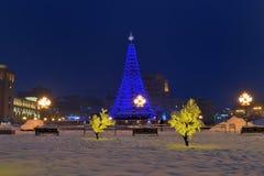 在共和国正方形,耶烈万,亚美尼亚的中心的新年树 免版税库存照片