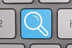 在关键董事会的搜索按钮 免版税库存照片
