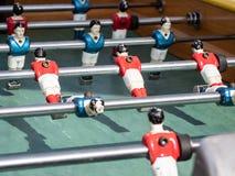 在关闭的微型橄榄球赛桌看法 免版税库存图片