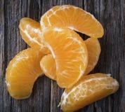 在关闭的橘子段 免版税库存照片