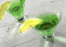 在关闭的绿色苹果计算机马蒂尼鸡尾酒鸡尾酒 免版税库存照片