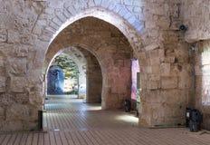 在其中一个安装的历史展览堡垒的废墟的大厅中在老城英亩在以色列 图库摄影