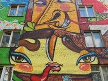 在其中一个的街道画住宅房子在莫斯科 免版税库存照片
