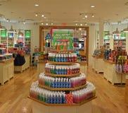 在其中一家巴恩&大量工作商店里面  免版税库存图片