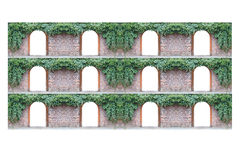 在其他上的老砖墙与12成拱形门道入口和常春藤 图库摄影