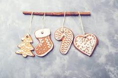 在具体背景的圣诞节姜饼 复制空间 假日,庆祝和烹调概念 第2看板卡圣诞节计算机designe图象新年度 免版税图库摄影
