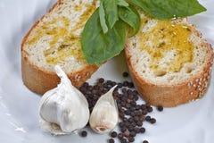在典型油的橄榄上添面包 库存图片