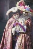 在典雅的丝绸礼服的高尚的夫妇有面纱的 库存图片