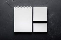 在典雅的深灰具体纹理的空白的文具 公司本体更多我的投资组合设置模板 为烙记, prese的图表设计师嘲笑  图库摄影