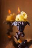 在典雅的烛台的灼烧的蜡烛 免版税图库摄影