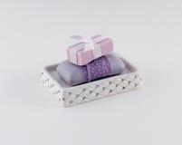 在典雅的浴皂盒的豪华肥皂 免版税库存照片