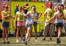 在兹沃勒跑的颜色的女孩 免版税库存照片