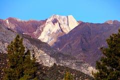 在内华达山山的独特和异乎寻常的峰顶 免版税库存图片
