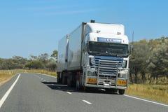 在内地澳大利亚人的公路列车运输 库存照片