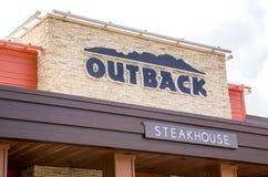 在内地牛排餐厅外部和标志 免版税库存图片