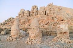 在内姆鲁特山的雕象 免版税图库摄影