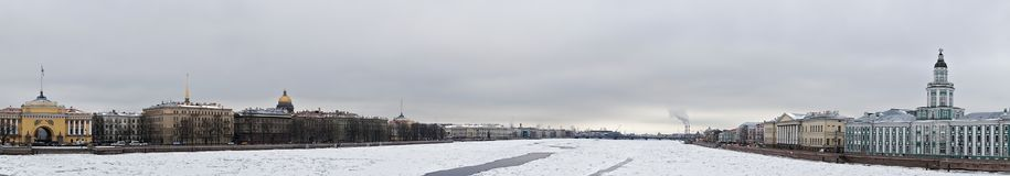 在内娃河全景的冰 免版税库存照片