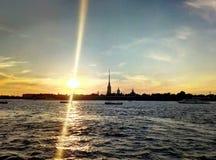 在内娃河的日落视图,俄罗斯联邦,圣彼德堡 免版税库存图片
