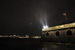 在内娃河的12月雨在彼得和保罗堡垒在圣彼德堡,俄罗斯 免版税库存图片