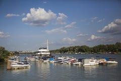 在内河港的小船 库存照片