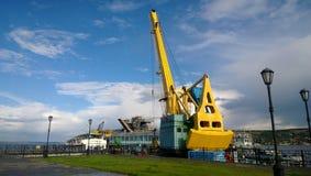 在内河港的起重机 免版税图库摄影