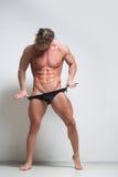 在内衣的性感的肌肉男性模型 免版税图库摄影