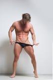 在内衣的性感的非常肌肉男性模型 库存图片