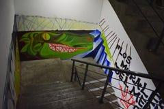 在内部台阶的被绘的墙壁 免版税图库摄影
