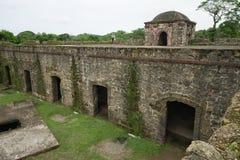 在冒号巴拿马的老西班牙堡垒废墟 免版税库存照片