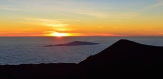 在冒纳凯阿火山山顶的日落夏威夷的大岛的 免版税图库摄影