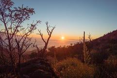 在冒纳凯阿火山的日落 库存照片