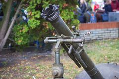 在军事游行期间的枪榴弹发射器 免版税库存图片