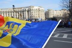 在军事游行的罗马尼亚旗子 免版税图库摄影