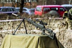 在军事爱国节日的狙击步枪 免版税库存图片
